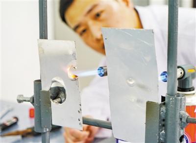 石墨烯防高温高湿、防盐雾腐蚀、防霉菌新涂层技术研制成